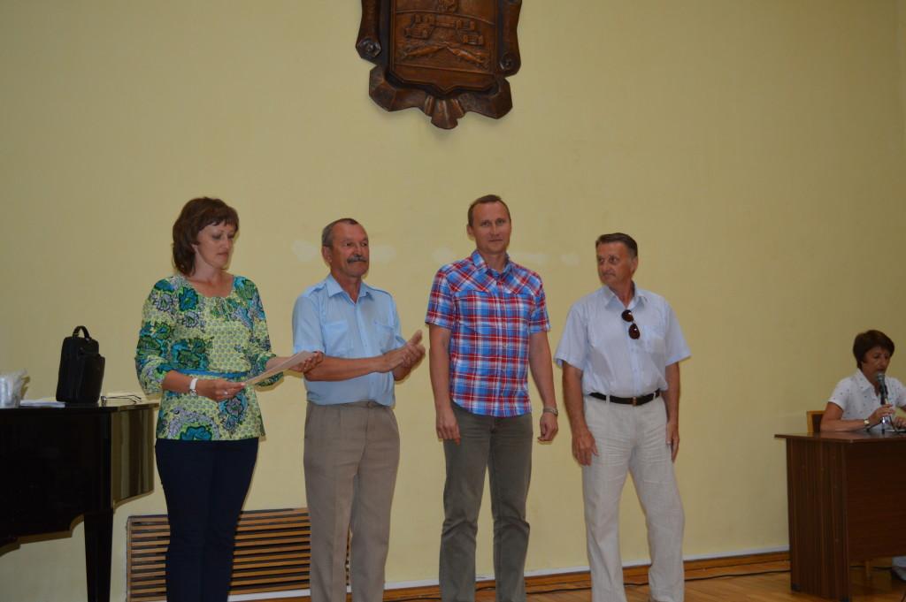 награждение провели гл.судья, гл.секретарь, стар.тренер сборной юношеской команды России